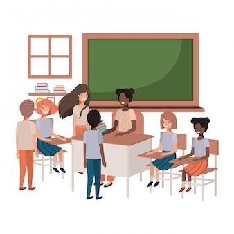 Insegnante femminile nero in classe con gli studenti