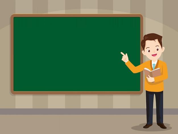 Insegnante intelligente che sta davanti alla lavagna