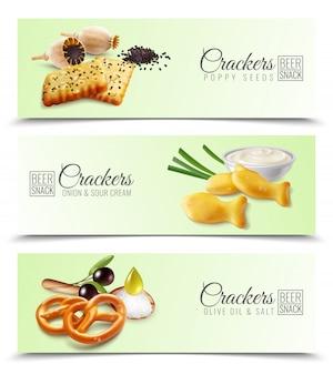 Insegne orizzontali realistiche che promuovono i cracker con l'illustrazione dell'olio di oliva e del sale della cipolla e della panna acida dei semi di papavero