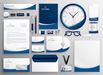 Insieme blu moderno della cancelleria di affari professionale