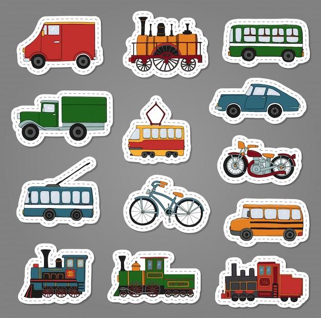 Insieme colorato di vettore di retro motori e adesivi di trasporto