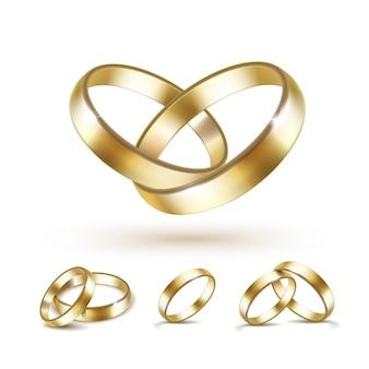 Insieme degli anelli di cerimonia nuziale dell'oro isolati su bianco
