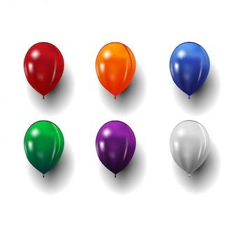 Insieme dei palloni realistici festivi isolati su bianco