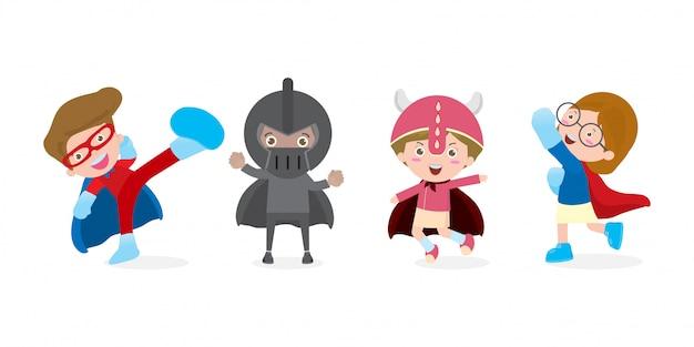 Insieme del fumetto dei costumi d'uso dei fumetti del supereroe dei bambini, illustrazione isolata.