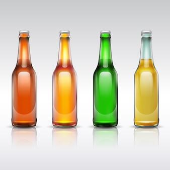 Insieme della bottiglia di vetro di birra isolato su bianco