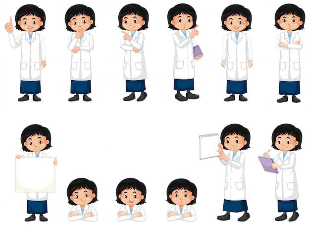 Insieme della ragazza in abito di scienza che fa le pose differenti su bianco