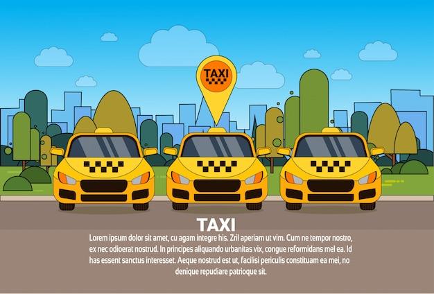 Insieme delle automobili gialle del taxi con il concetto online di servizio della carrozza del puntatore di posizione dei gps