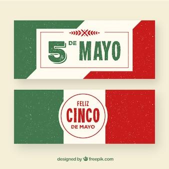 Insieme delle bandiere di cinco de mayo con bandiera in stile piano