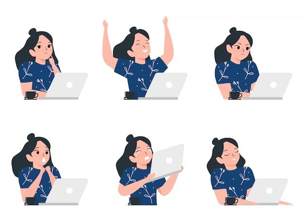 Insieme delle donne che lavorano al computer portatile con l'illustrazione differente di emozioni. processo di lavoro e concetto di libero professionista