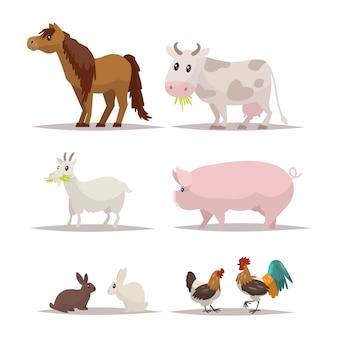 Insieme di animali da fattoria e uccelli.