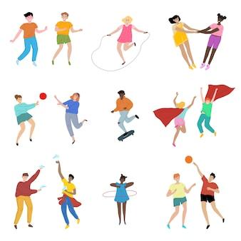 Insieme di bambini felici che giocano vari tipi di attività sportive e di gioco.