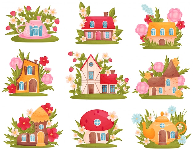 Insieme di diverse case da favola in stile classico e scandinavo, sotto forma di teiera, tazza e fungo tra fiori ed erba.