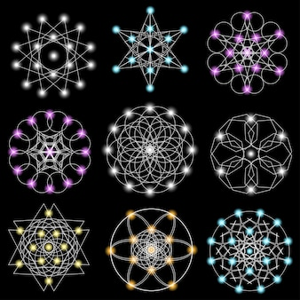 Insieme di elementi geometrici astratti e forme su sfondo nero.