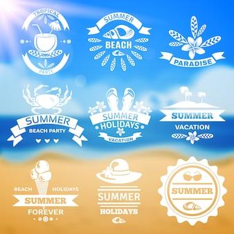 Insieme di etichette degli emblemi di tipografia di vacanza estiva