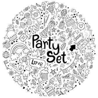 Insieme di festa di compleanno felice doodle disegnato a mano di stile illustrazione vettoriale