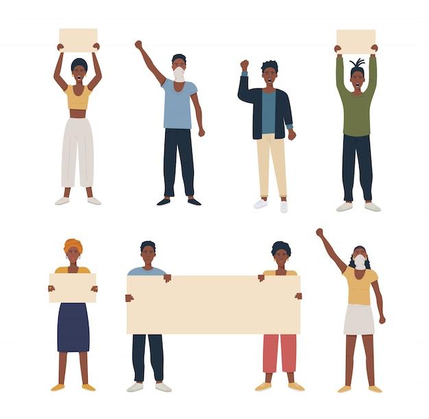 Insieme di gente nera afro-americana che protesta, manifestando tenendo cartello e pugno della mano sollevato.