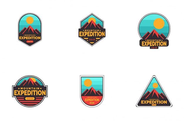 Insieme di logo del distintivo di spedizione in montagna