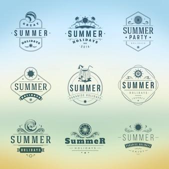 Insieme di modelli di progettazione di vettore di tipografia di vacanze estive etichette o distintivi.