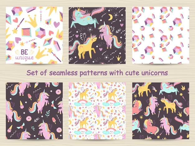 Insieme di modelli senza cuciture con unicorni carino
