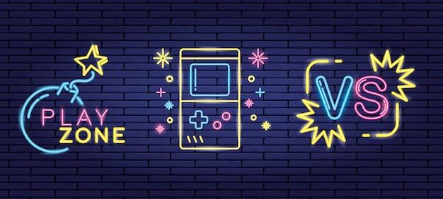 Insieme di oggetti relativi ai videogiochi in stile neon e lienal