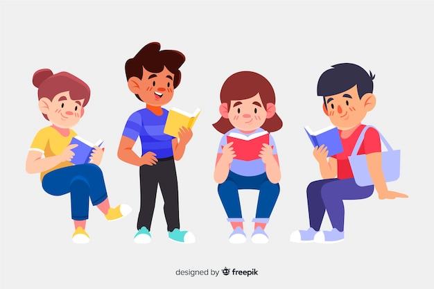 Insieme di persone che leggono un libro