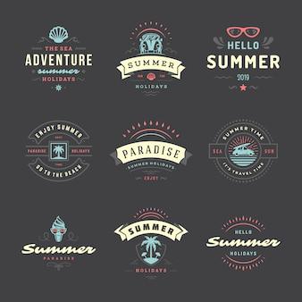 Insieme di progettazione di tipografia di etichette e distintivi di vacanze estive.
