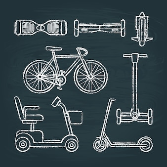 Insieme di schizzi di scooter e bici sulla lavagna