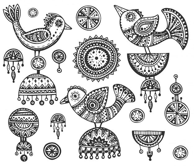 Insieme di uccelli fantasia disegnati a mano in stile doodle ornato etnico