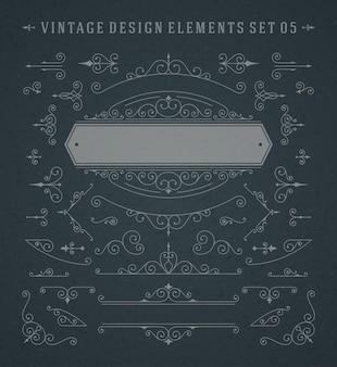 Insieme di vettore degli elementi di progettazione delle decorazioni di turbinii e dei rotoli degli ornamenti d'annata