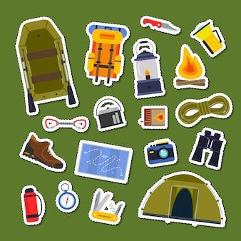 Insieme di vettore dell'illustrazione del fumetto dell'accumulazione degli autoadesivi degli elementi di campeggio di stile piano