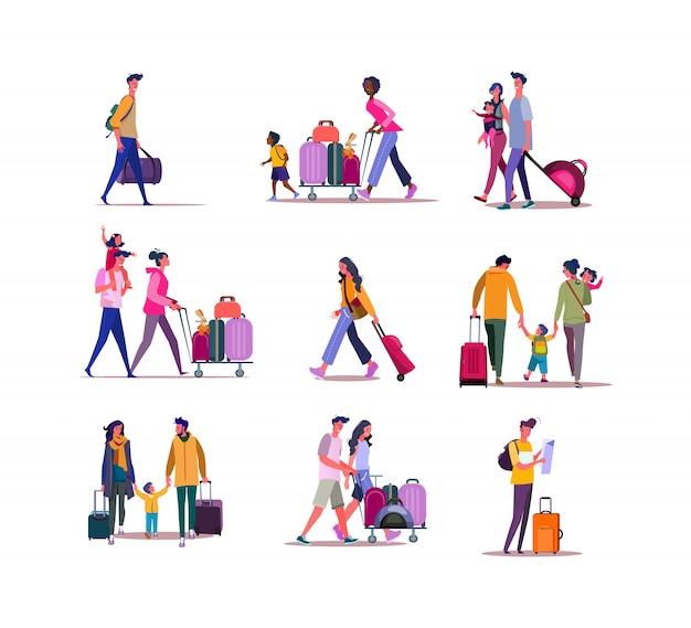 Insieme di viaggiatori che camminano con i bagagli