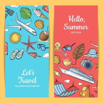 Insieme disegnato a mano dell'insegna degli elementi di viaggio di estate