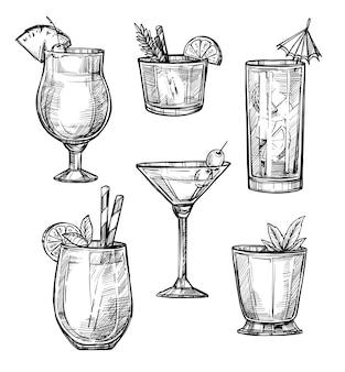 Insieme disegnato a mano di schizzo del cocktail alcolico