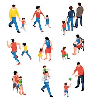 Insieme isometrico della famiglia con i genitori che giocano e che camminano con i loro bambini isolati