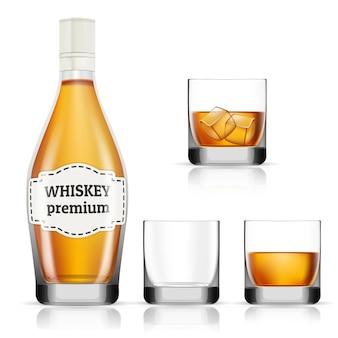 Insieme realistico della bottiglia e dei vetri di whiskey isolati