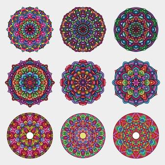 Insieme variopinto dettagliato di arte della mandala