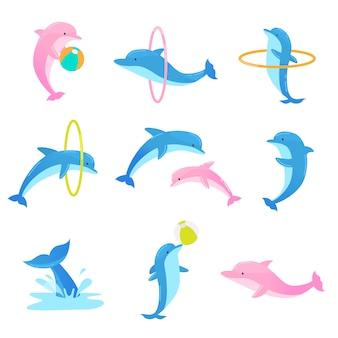 Insieme variopinto di delfini giocosi eseguendo trucchi con anello e palla. illustrazione in stile cartone animato piatto