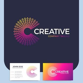 Intelligente e creativo punto o logo lettera c logo intelligente e idea