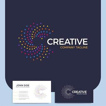 Intelligente e creativo punto o punto criptato lettera c logo intelligente e logotipo di idea