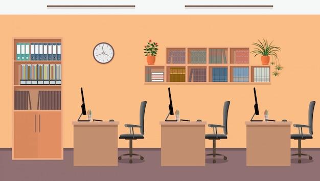 Interior design per ufficio con tre posti di lavoro e mobili per ufficio come tavoli, laptop, poltrone