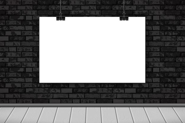 Interno piatto con poster bianco vuoto sul muro di mattoni neri, pavimento in legno. sfondo alla moda della camera loft, interni della mostra della galleria di moda.