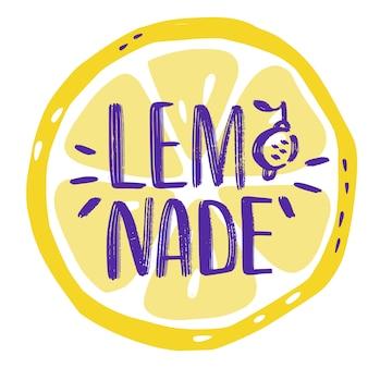 Iscrizione di lettere disegnate a mano su limonata con fetta di limone. etichetta