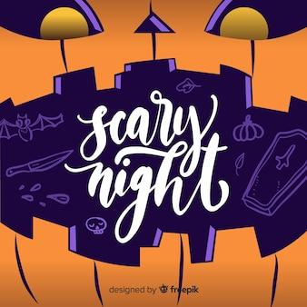 Iscrizione di notte spaventosa in una zucca curva