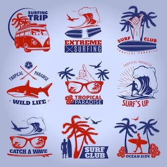 L'emblema praticante il surfing ha messo su buio con l'illustrazione di vettore di descrizioni di vita selvaggia di paradiso tropicale praticante il surfing estremo di viaggio di viaggio