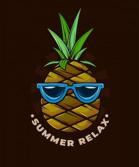 L'estate rilassa l'arte dell'ananas.