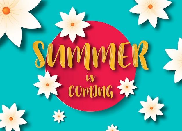 L'estate sta arrivando concetto con fiori tropicali.