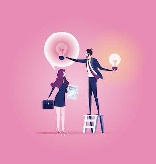 L'uomo d'affari riuscito dà un'altra lampadina di nuova idea della donna di affari