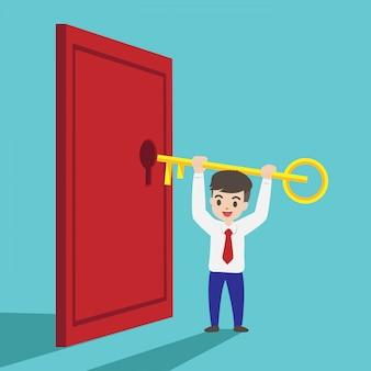 L'uomo d'affari sta cercando di aprire la porta.