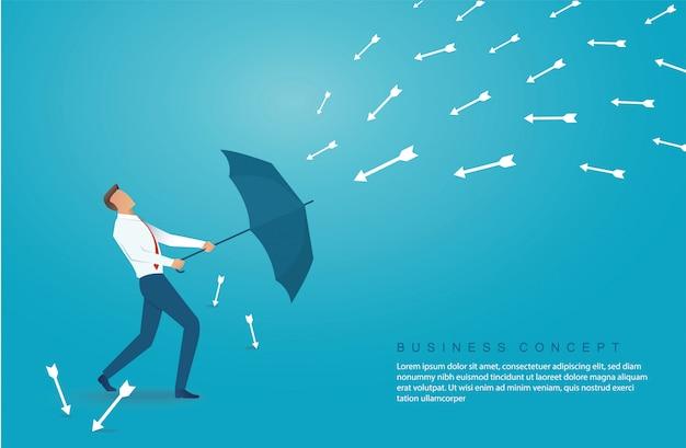 L'uomo d'affari usa l'ombrello per proteggere la freccia giù