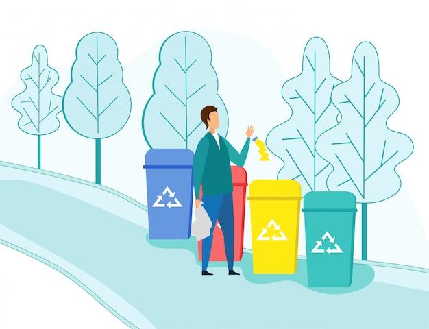 L'uomo getta immondizia in contenitori di riciclaggio all'aperto
